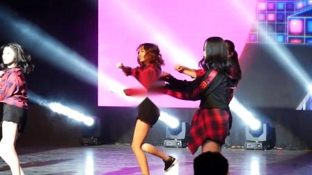 实拍美女大学生跳舞,动作很有青春气息,舞姿很美