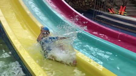 【6岁】6-5哈哈玩水滑梯精彩慢动作回放IMG_2698
