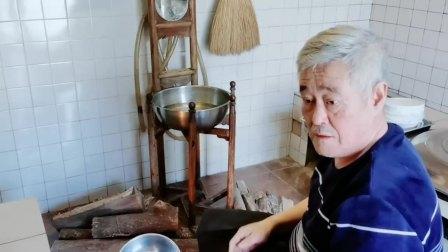 """小木屋环境简陋却温馨,赵本山忙做""""水豆腐"""" 好好吃饭 20200212"""