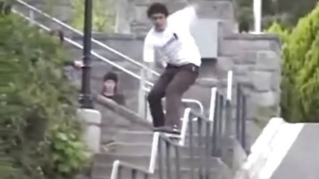 惊险的滑行栏杆平衡