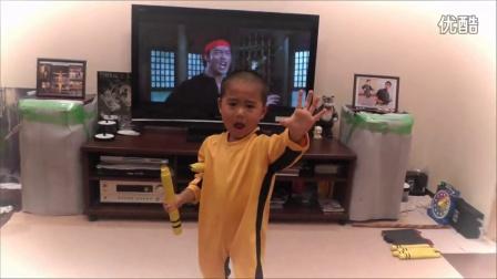 5岁小盆友与李小龙电影的双节棍表演神同步