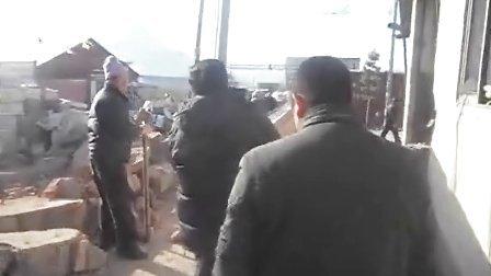 河北省承德市围场县金字村八组房主赵远带人强拆友谊食品厂房屋