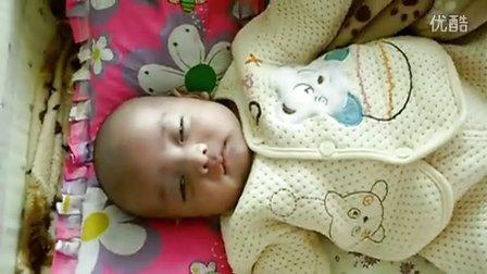宝宝睡觉抻懒腰