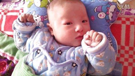 两个月的杨嘉鑫,小小可爱的包子脸