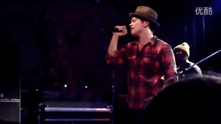 Bruno Mars - Talking To The Moon, live