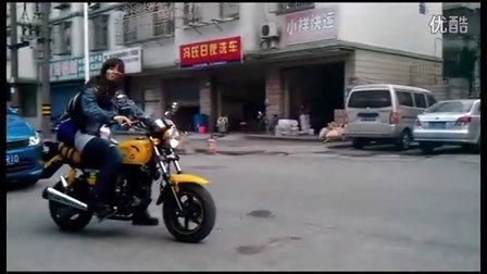 冲哥视频:美女机车手