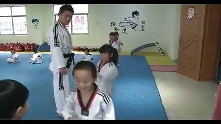 王天一小朋友跆拳道冲浪最好-体育-3023视频考级视频玩的海边图片