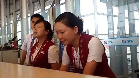 飞机晚点4小时机场前台居然解释说不是她卖的票