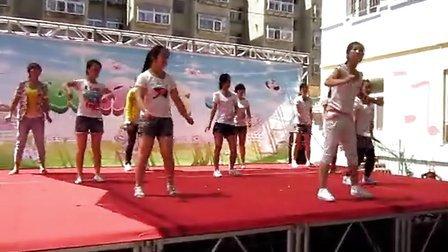 幼儿园老师跳舞图片
