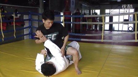 天津华苑健身巴西柔术自学课程-----十字固(一)