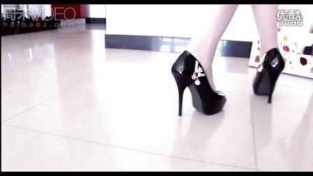 【女友的高跟鞋】女友黑色碎钻高跟鞋 黑丝尽显情人气质