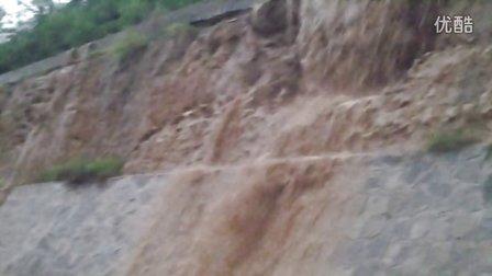 神木726强降雨包茂高速秦长城遗址处泥石流