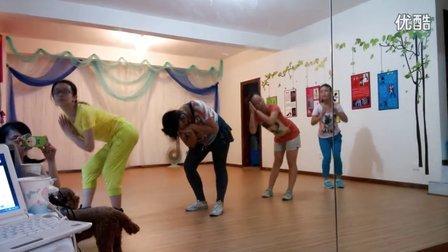 成都舞蹈 视频:20 播放:999 00:57 00:46 倩雯舞蹈工作室《可爱颂》
