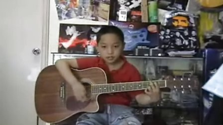 自拍国内10岁男孩吉他弹唱《童年》