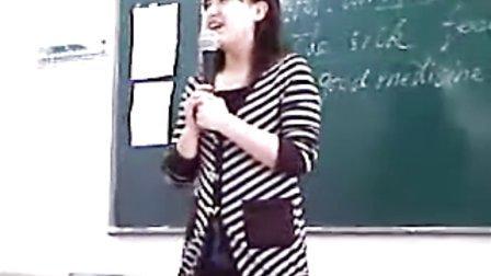 """新东方女老师课堂唱""""二人转"""""""