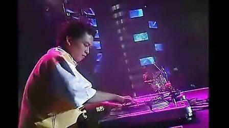 周杰伦2004年 无与伦比 演唱会 超清完整版图片