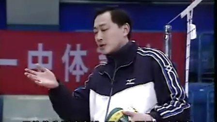 排球视频教学:38(三人接发球、副攻训练、防反串联)