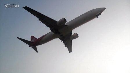 宝安机场飞机降落-头顶削过