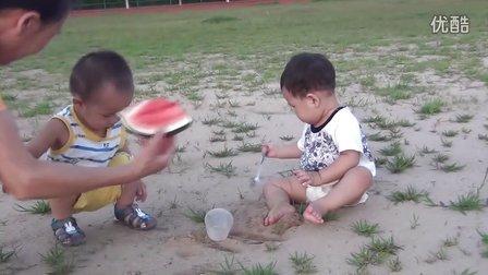 和老家小朋友玩沙子 20130702190803