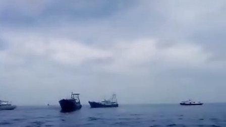 实拍中国渔政在南海南沙海域从印尼炮艇的炮口上拿回了中国北海的渔船