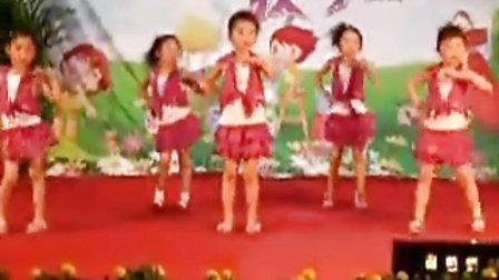 媛媛小朋友学跳舞
