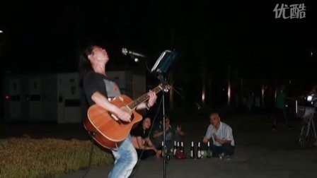 流浪歌手阿龙图片
