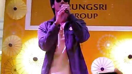 泰国Boy Pakorn出席KRUNGSRI GROUP粉丝见面会演唱魅力主题歌