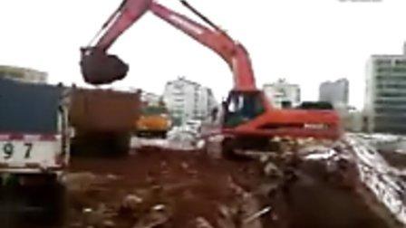 挖掘机装车