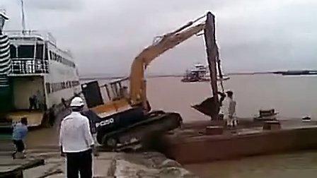 让你见识下水陆两栖挖掘机