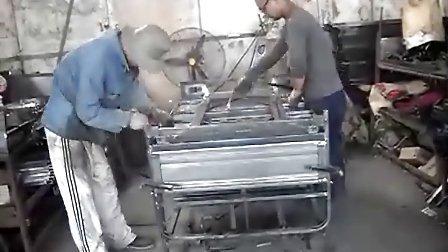 电动三轮车车厢焊接