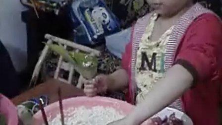 端午节包粽子