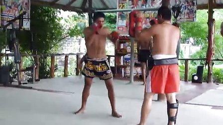 新上海泰拳馆独家提供——KOM拿靶视频