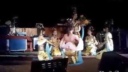 农村歌舞团表演
