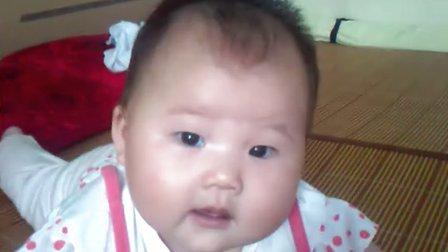 萌襁褓婴儿可爱图片