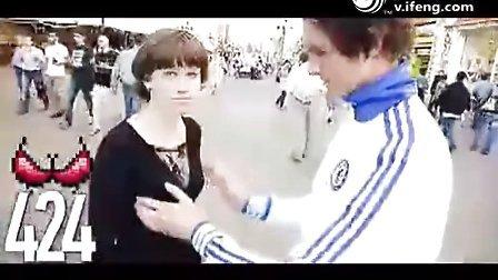 将和普京握手 俄罗斯摸奶哥街头摸千女胸