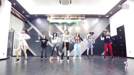 n七朵组合的舞蹈因融入了浓郁的中国风元素