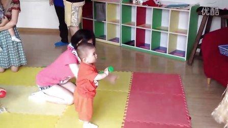【13个月大】7-7哈哈跟老师一起跳舞IMG_0256