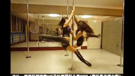 冰城清纯姐妹双人钢管舞
