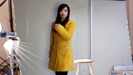 黃色呢子大衣