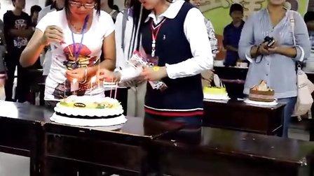 DIY烘焙蜜码坊活动之西大行健第二届蛋糕DIY比赛中过生日环节