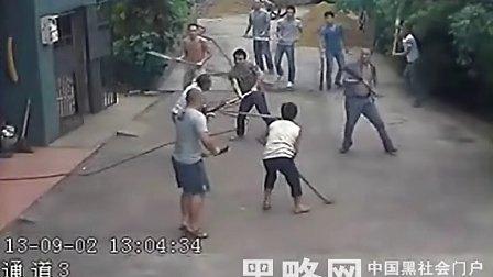 湖南娄底黑社会关公刀疯狂砍人现场