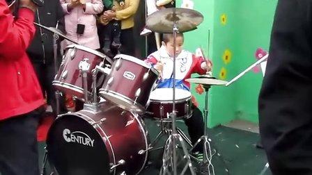 儿童架子鼓表演