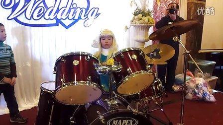 7岁女孩架子鼓--蓝精灵