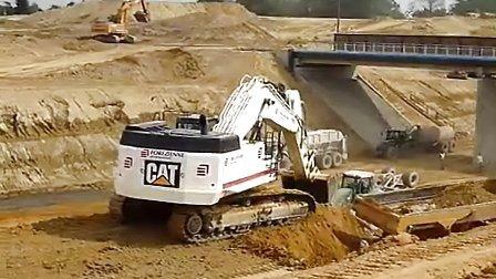 卡特caterpillar 365c挖掘机在装车