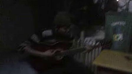 帅哥弹吉他1