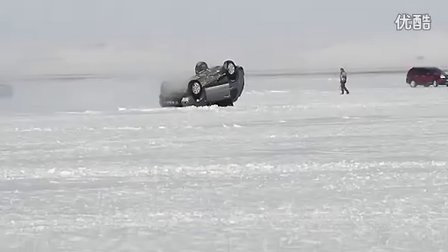 冰上漂移翻车图片