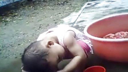 宝宝洗头步骤图解