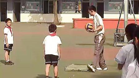 小学四年级体育优质示范课《前滚翻起立接球》_何国强_视频课堂实录