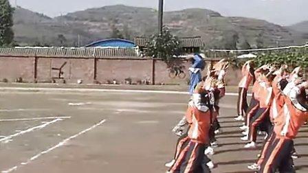 小学五年级体育优质示范课《抛实心球》_张义勇_视频课堂实录