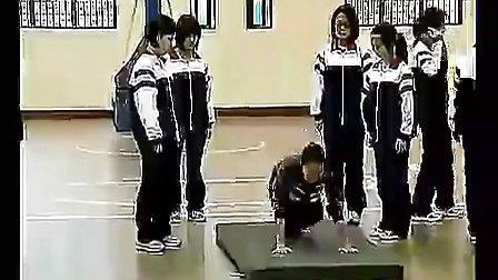 国家级高中体育优质课《单肩后滚翻成单膝跪撑平衡技巧组合动作》视频课堂实录1